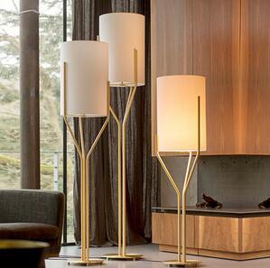 北欧后现代简约布艺铁艺设计师样板房会所卧室客房书房三叉落地灯
